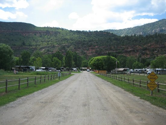 Alpen Rose RV Park: Looking into the park