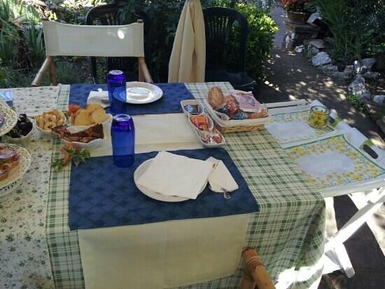 Casa Pontecorvi: colazione all'esterno