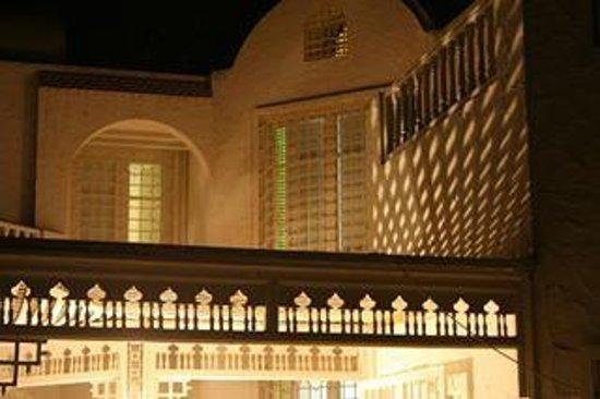 La Maison Salma : vue de la maison le soir