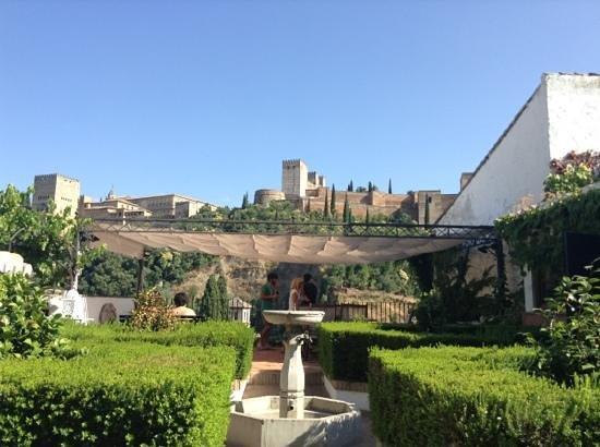 Alhambra Apartamentos Turísticos: vista sull' alhambra