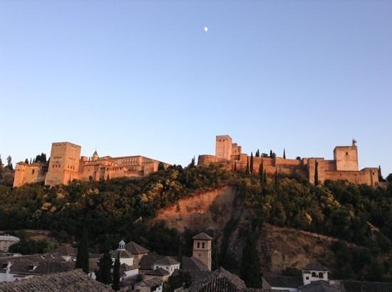 Alhambra Apartamentos Turísticos: vista sull' Alhambra al tramonto