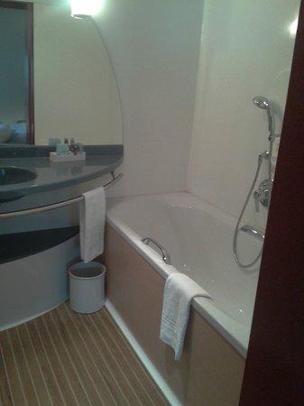 Novotel Suites Paris Montreuil Vincennes : baignoire