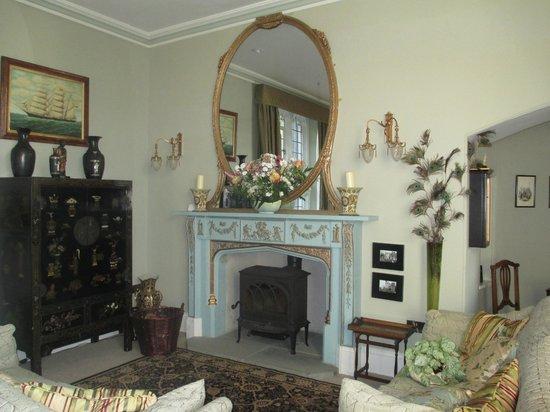 Glandyfi Castle: Guest lounge