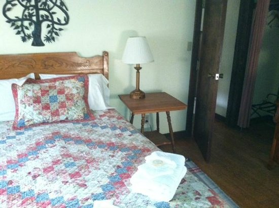 Bright Morning Inn: Family suite master bedroom