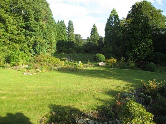Glandyfi Castle: Garden