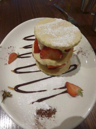 Nevis Bank Inn : Shortbread tower of strawberries, chantilly cream