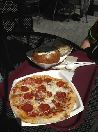 Boudin at the Wharf : Sourdough bread bowl with clam chowder and a sourdough pepperoni pizza