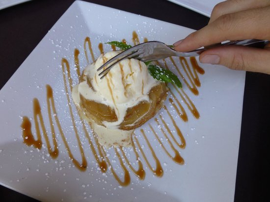 CHAT American Grill: apple tart
