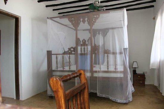 Panga Chumvi Beach Resort: Traditional Swahili bed