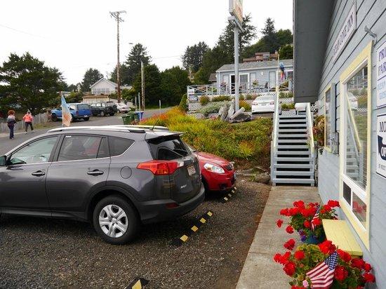 Ocean Cove Inn: Parkplatz