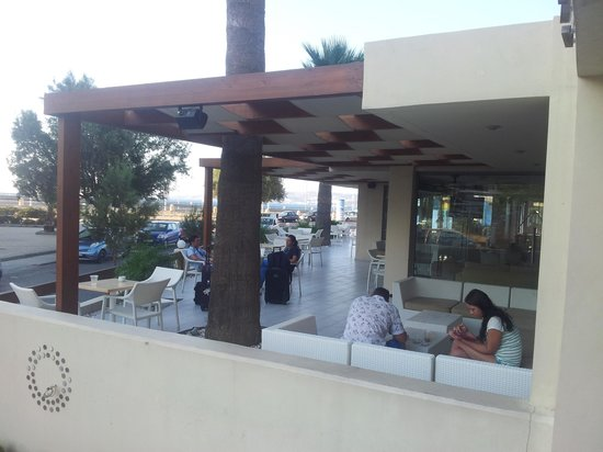Lomeniz Hotel : terrazza esterna