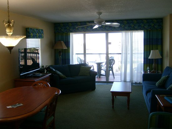 The Resort on Cocoa Beach: Dining/living room