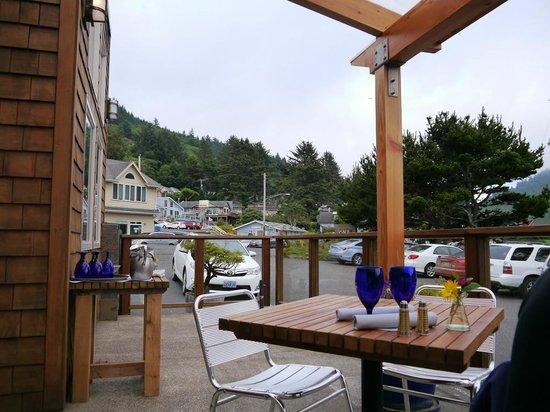 Ona Restaurant and Lounge: Außenbereich