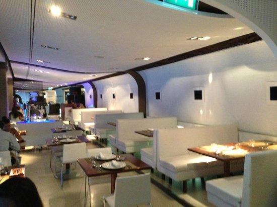 Vista desde la mesa fotograf a de real cafe bernabeu for Puerta 8 bernabeu