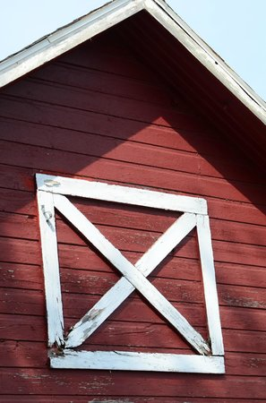 Lautenbach's Orchard Country: Close-up of barn