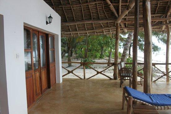Panga Chumvi Beach Resort: View from Banda down the beach
