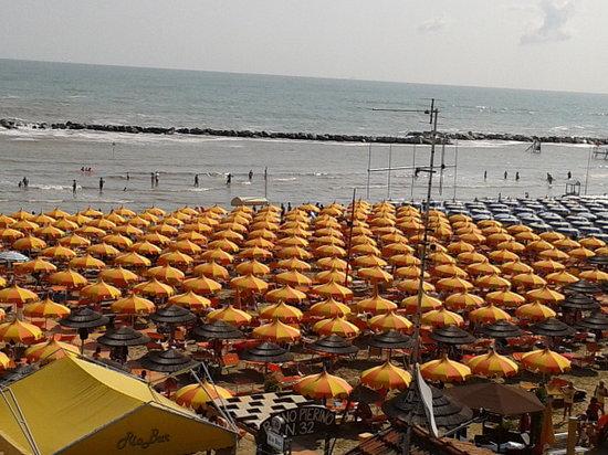 Vista dalla camera del bagno pierino picture of hotel ristoro bellaria igea marina tripadvisor - Bagno eden igea marina ...