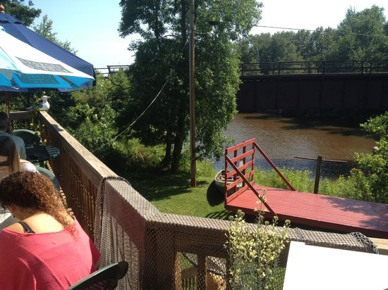 Lighthouse at Emily's: Deck overlooks Knife River