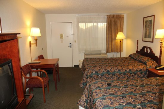 Magnuson Hotel Zephyrhills : Room/suite