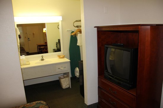 Magnuson Hotel Zephyrhills: Room/suite