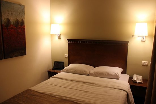 Art Gallery Hotel Haifa: Nightly-night in a comfy bed