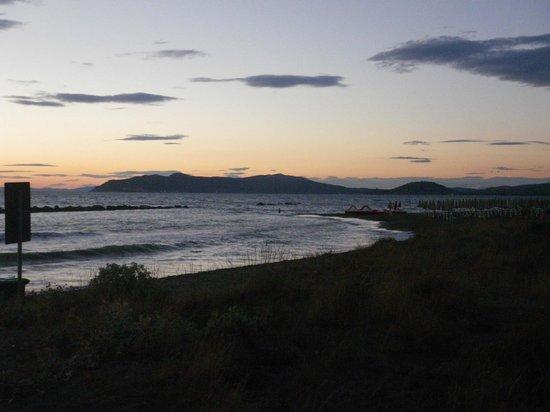 Argentario Camping Village: spiaggia al tramonto