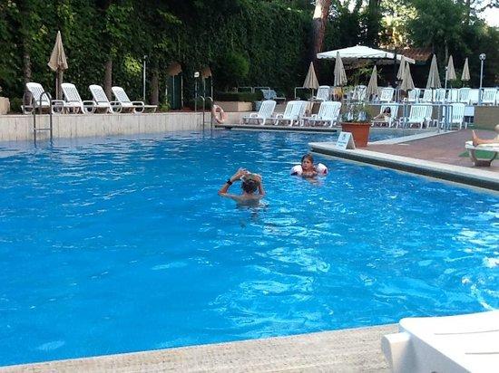 Aldrovandi Residence City Suites : piscine