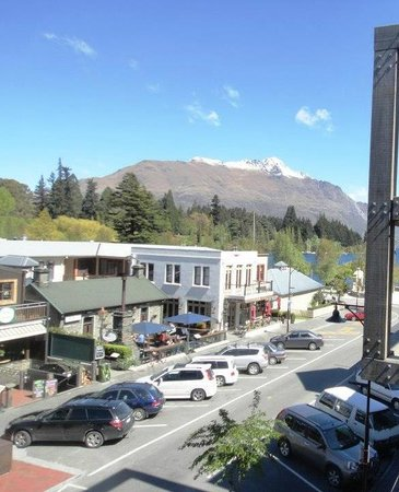 Nomads Queenstown Backpackers: View from 4 bedroom room on balcony
