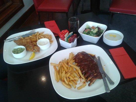 Park Inn by Radisson Harlow: Fish & Chips / Baby rack of ribs Mmmmm :P