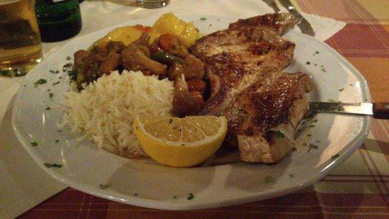 Captains Restaurant: piatto con braciola di maiale alla griglia