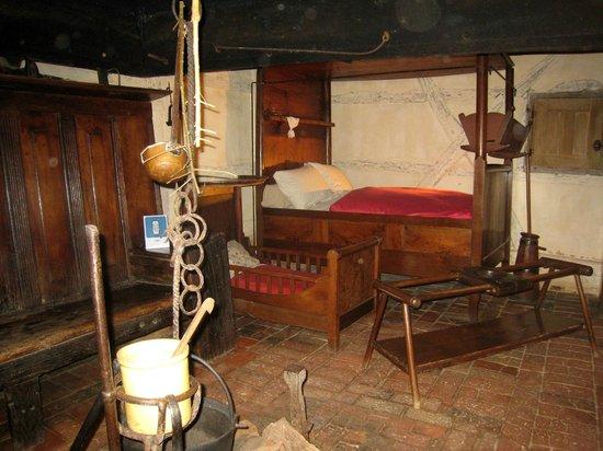 Musee de la Bresse-Domaine des Planons: les lits