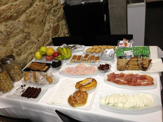 Hotel Lois: colazione - molto basica - dell'hotel