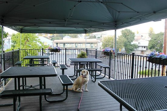 Mel And Fayeu0027s Diner: Beautiful And Dog Friendly Covered Patio