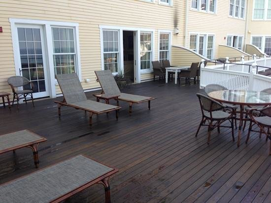 The Ocean House: Terrace with view to Block Island