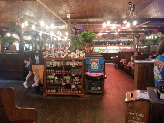 Bennett's Pit Bar-B-Que: Bennett's dining room