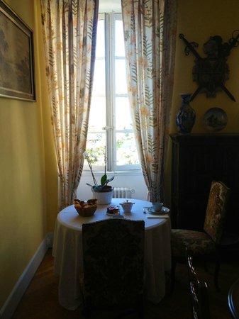 Chambre et Table d'Hote Le Blason: Frukost serveras i matsalen