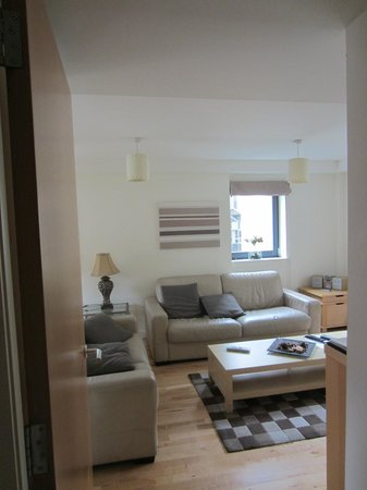 St Giles Apartments: Living room