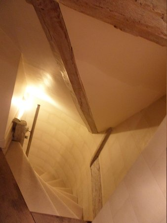 Court House Manor: Staircase to Othelo