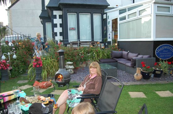 Hepworth Guest House : A new outdoor summer seating area for this year, BBQ