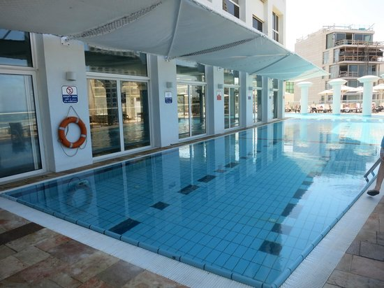 Dan Tel Aviv Hotel: piscine extérieure