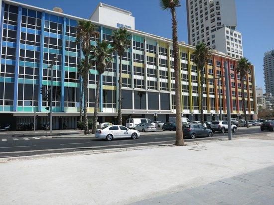 Dan Tel Aviv Hotel : hôtel vue de la promenade longeant la mer