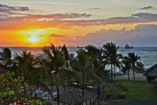 Grand Mirage Resort and Thalasso Bali: Sunrise from the balcony