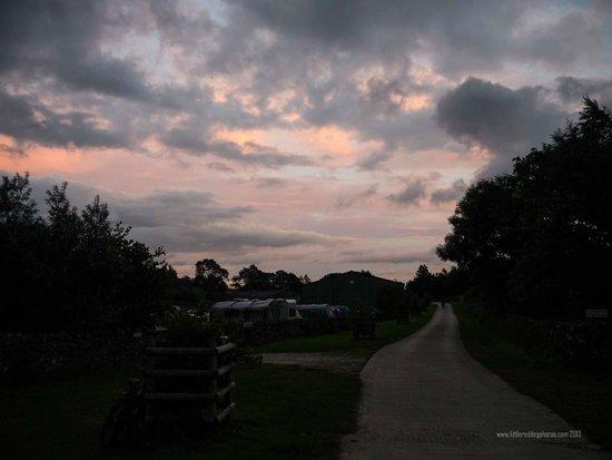 Knotlow Farm B&B: Sunset over camp