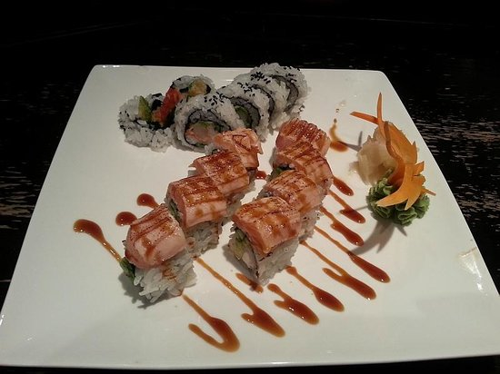 Bluetail Sushi Bistro: Dynamite Roll & Philly Roll.  Nice presentation!