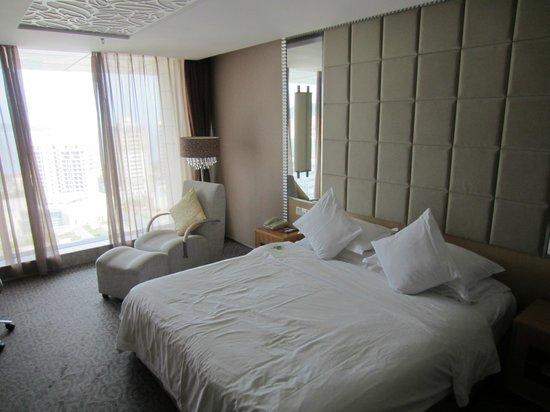 The Center Hotel Weihai : room