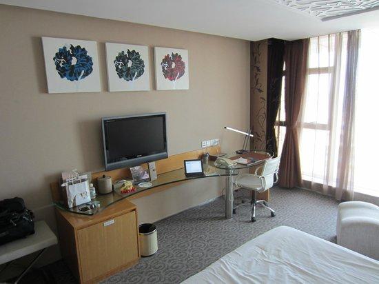 The Center Hotel Weihai : desk