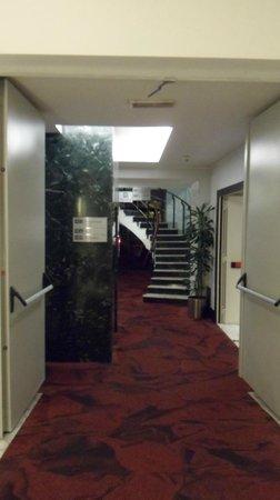 Best Western Plus Hotel Universo: Hallway.