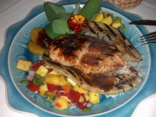 Sharpe Hill Vineyard : Jamaican jerk chicken