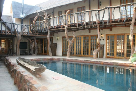 Mokolodi House: Pool