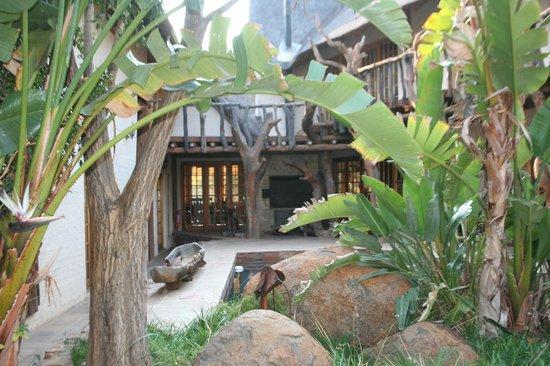 Mokolodi House: garden